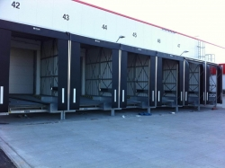 Нивоизравнителни рампи на склад